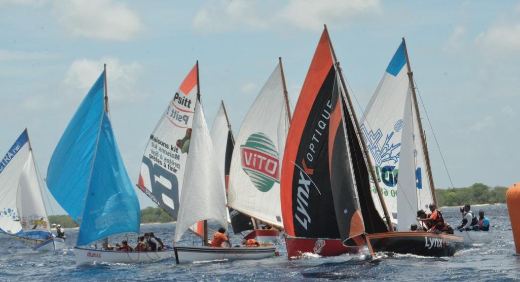 DOSSIER – Le Tour de Guadeloupe en voile traditionnelle a le vent en poupe