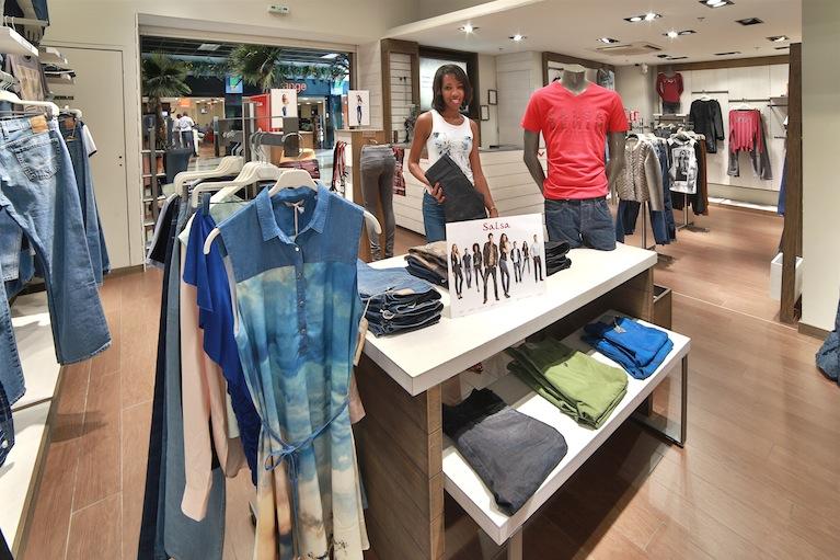 Salsa réinvente le jean, la mode, les hommes et les femmes