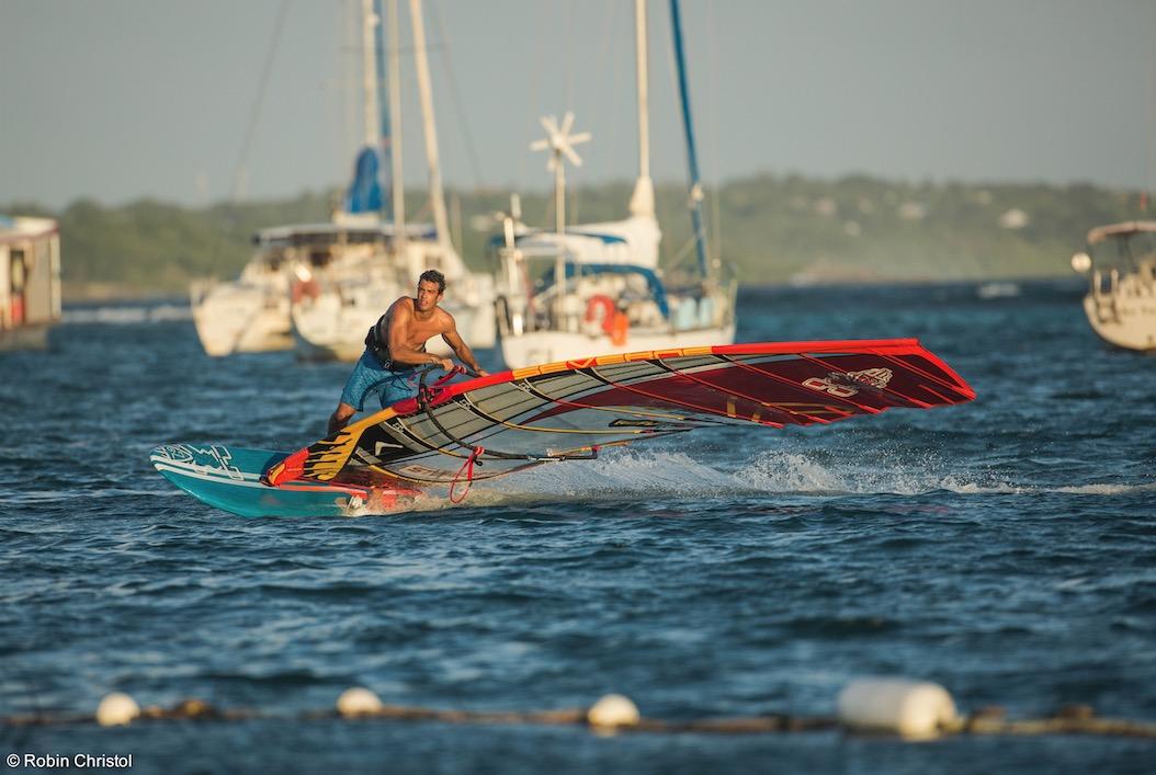 Dossier nautisme : du windsurf au paradis