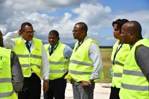 Ary Chalus en visite sur le chantier de l'aéroport Guadeloupe Pôle Caraïbes