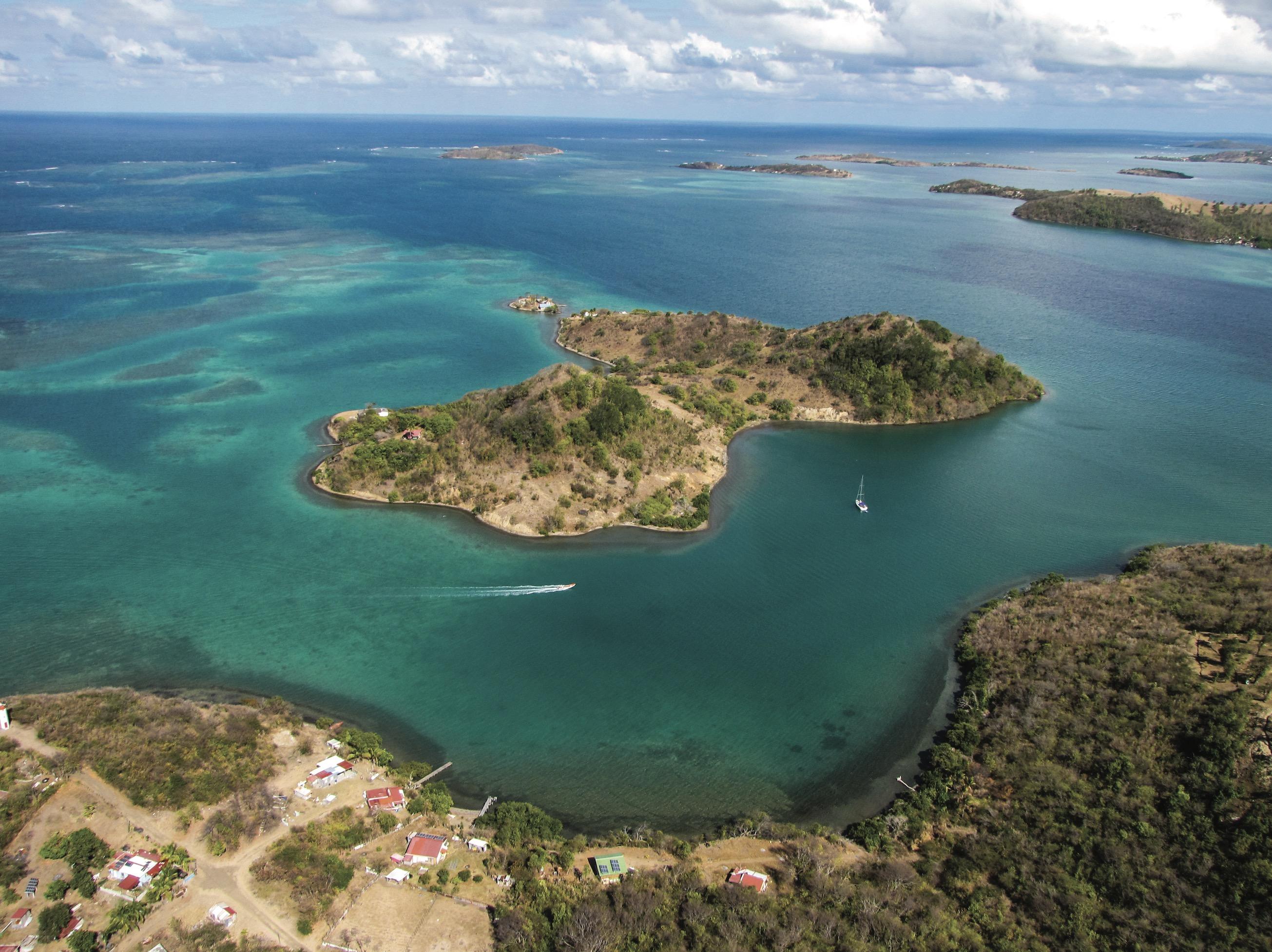 Tourisme en Martinique : vue aérienne de la barrière de corail