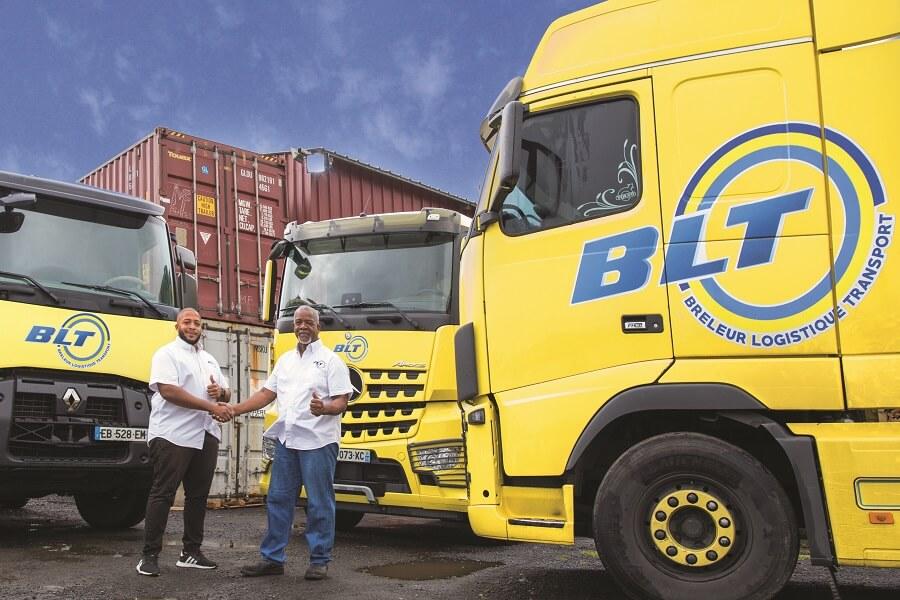 Collaborateurs de BLT devant les camions de l'entreprise