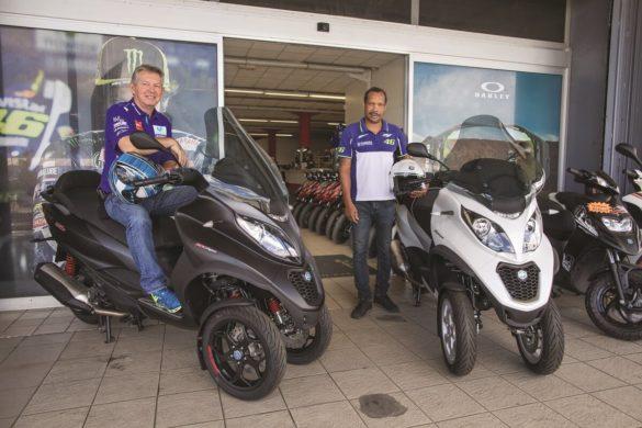José et Bruno de Motomania avec les scooters à 3 roues de Piaggio