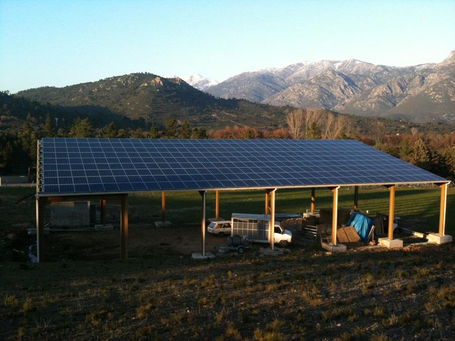 Hangar agricole solaire mis en place par Corsica Sole