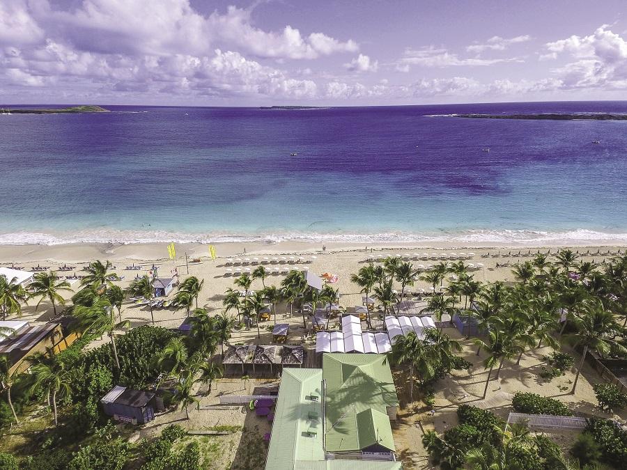 Vue aérienne de l'hôtel La Playa à Orient Bay, Saint-Martin