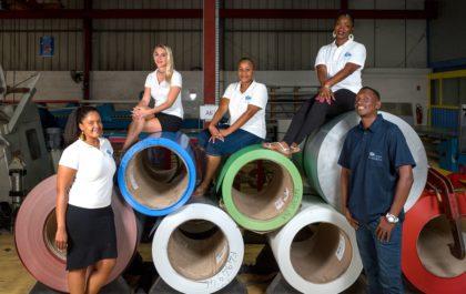 Equipe de Top Caraïbes, entreprise de production de tôle à Saint-Martin