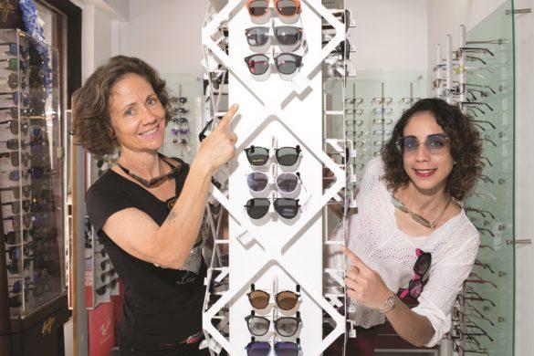 Opticiennes de Clin d'œil Cluny avec les lunettes de soleil
