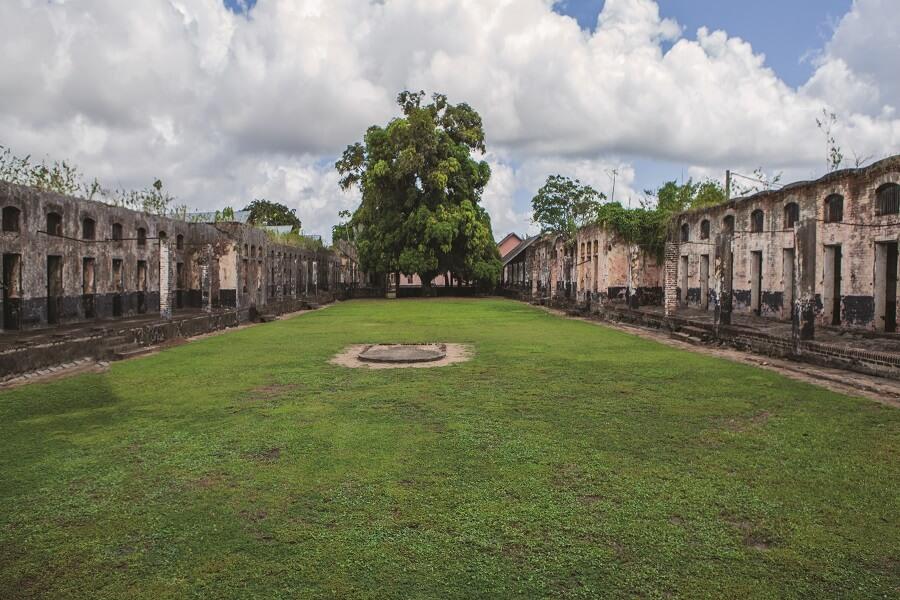 Intérieur du Camp de la Transportation en Guyane