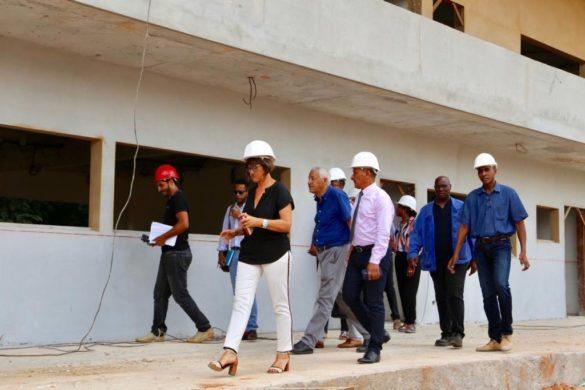 Equipe de la CTG sur un chantier de bâtiment scolaire en Guyane