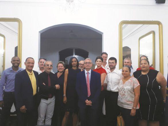 Le préfet Patrice Faure entouré des membres du Club des entreprises insérantes de Guyane