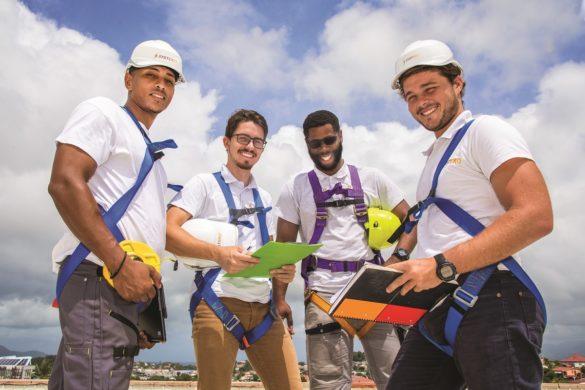 Techniciens de Systeko, gestionnaire de projets de centrale photovoltaique aux Antilles-Guyane