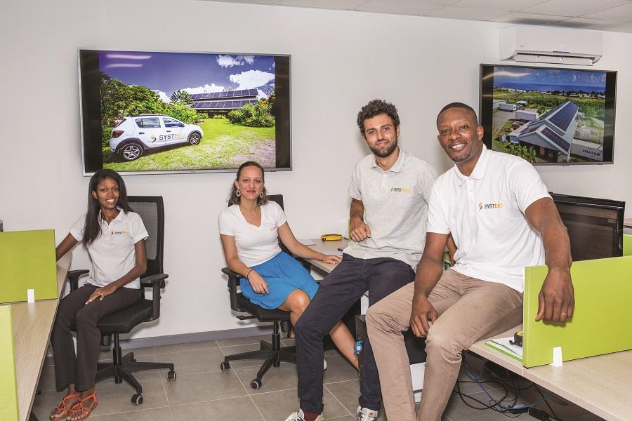 Une partie de l'équipe de Systeko, créateurs de projets photovoltaiques