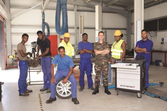 Stagiaires et capitaine du pôle Transport, Maintenance et Logistique du RSMA Martinique
