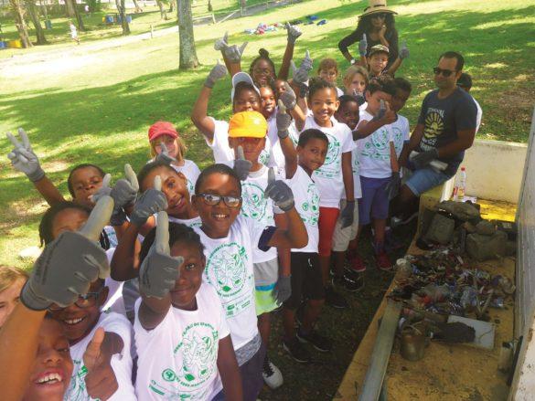 Elèves école primaire Saturnin Jasor au Gosier, Journée régionale de Nettoyage 2019