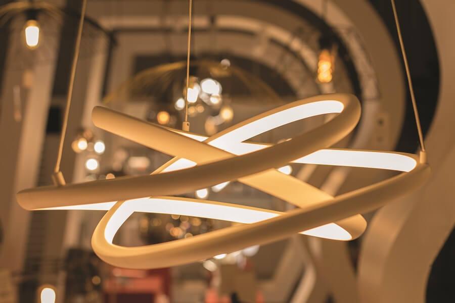 Luminaire au showroom Mille Eclats de Blandin