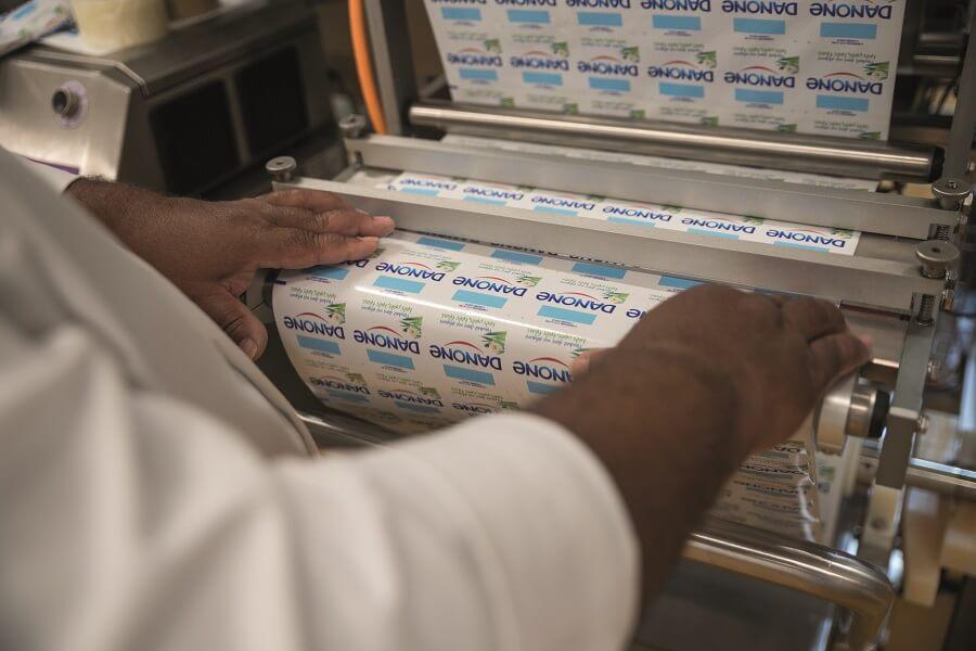Machine étiqueteuse yaourts Danone - Usine Sapy - Martinique