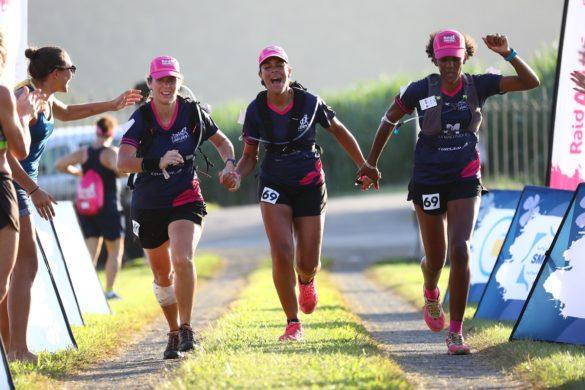 Coureuses ligne d'arrivée Raid des Alizés Martinique