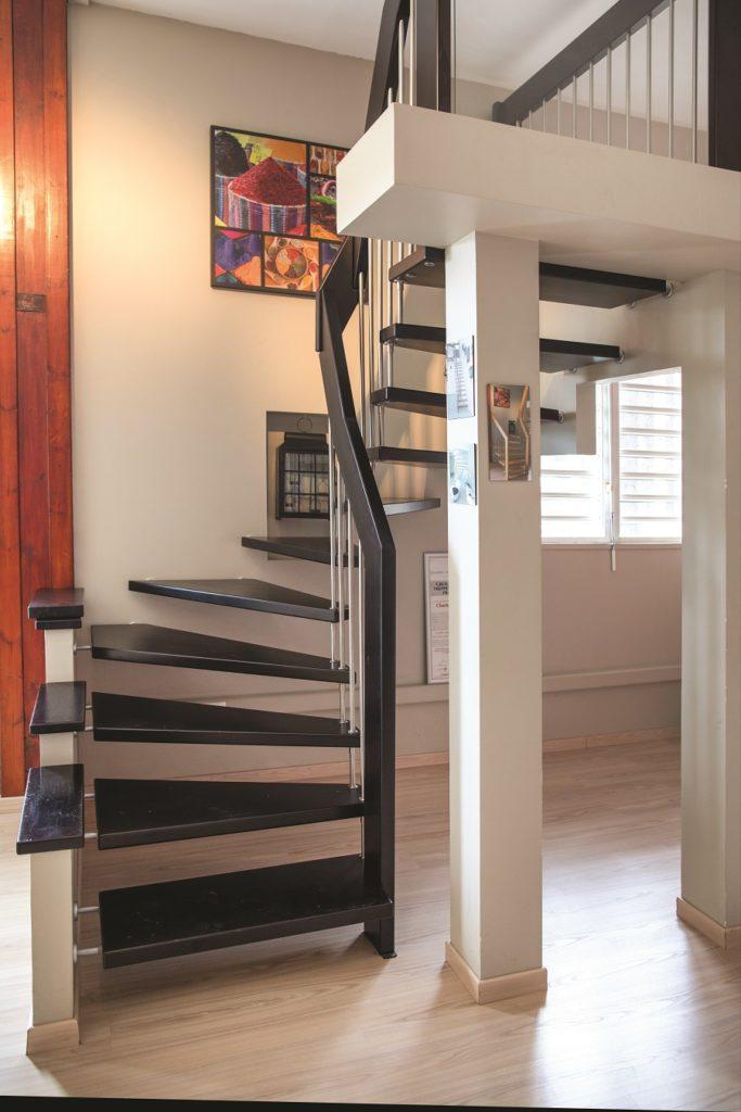 Escaliers suspendus fabriqués par Technobois - Guadeloupe