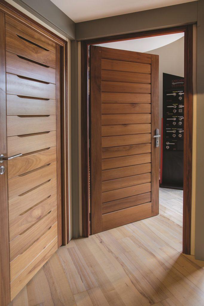 Portes en bois réalisées par Technobois - Guadeloupe