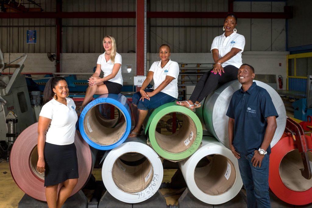 Equipe de Top Caraibes sur des rouleaux d'acier
