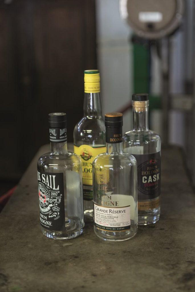 Bouteilles de rhum produites par la distillerie Bologne