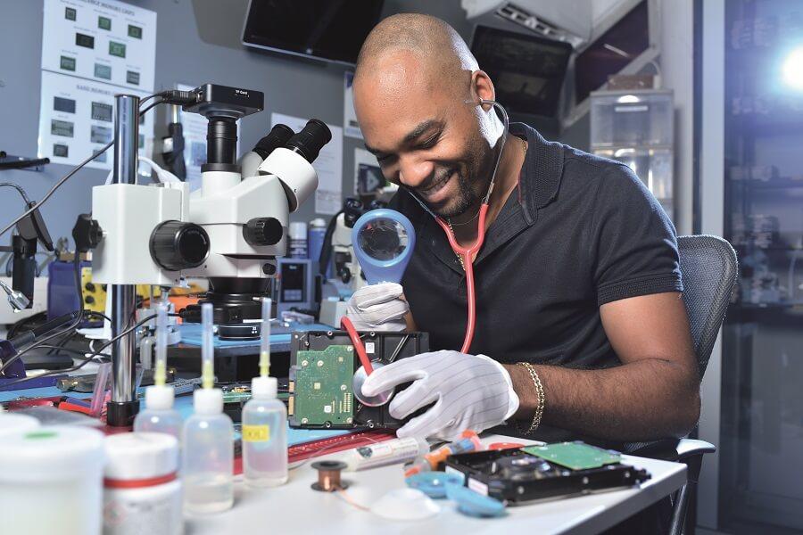 Laboratoire de récupération de données numériques - Chrono Data - Guadeloupe