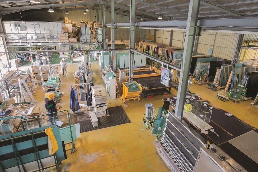 Atelier de découpe de verre - Samir Industrie - Martinique