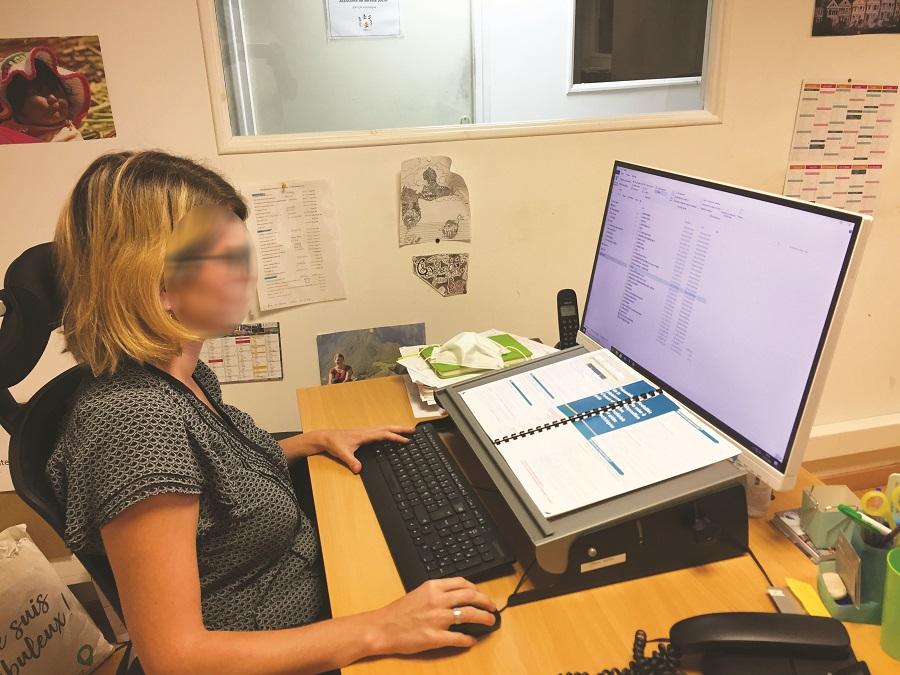 Matériel de bureau de compensation de handicap