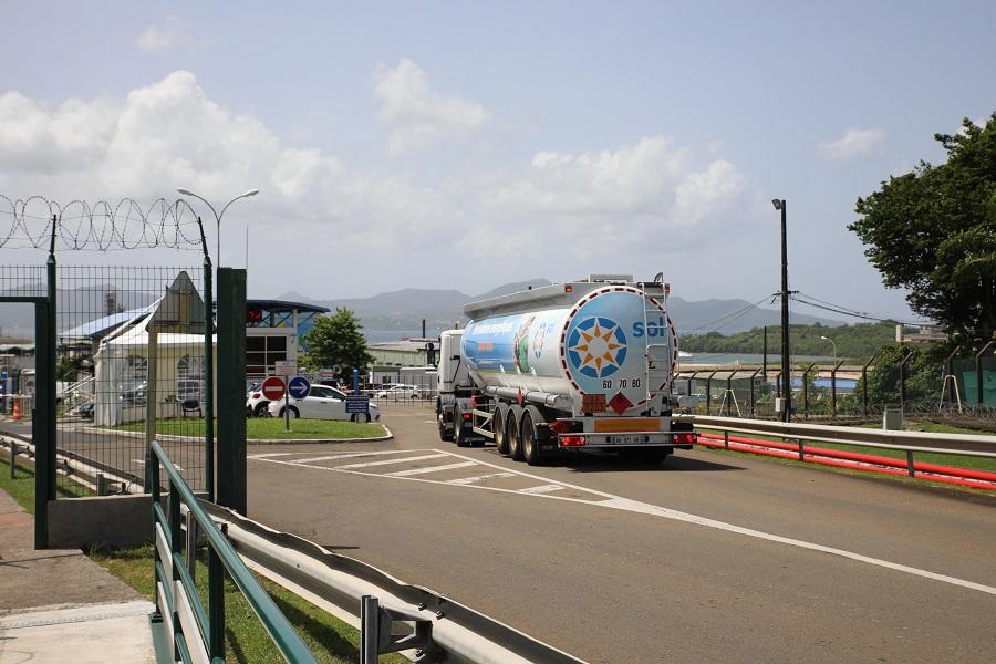 Camion transport essence - SARA Martinique