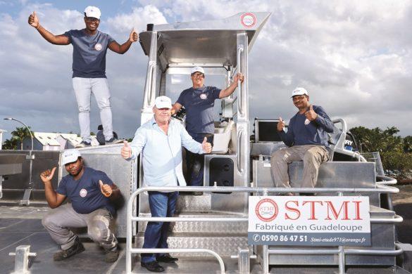 Equipe de STMI - systèmes de ramassage des sargasses - Guadeloupe